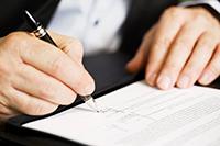 La cotisation AGS, supportée exclusivement par les employeurs, permet de financer le régime de garantie des salaires. Ce régime spécifique a pour objectif de garantir le paiement des rémunérations, préavis et indemnités des salariés, en cas de redressement ou liquidation judiciaire de l'entreprise.