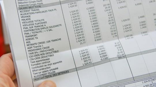 Les entreprises qui acquittent auprès de l'Urssaf un montant de cotisations, contributions et taxes supérieur à 50 000 € au titre de l'année civile précédente doivent effectuer leurs déclarations sociales par voie électronique et procéder au paiement dématérialisé des cotisations.