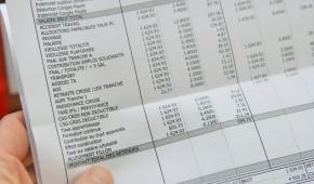 Une nouvelle présentation du bulletin de paie permettra de le rendre plus lisible et compréhensible en assurant une meilleure information des salariés sur le coût du travail : les cotisations et contributions seront regroupées par famille de risques couverts.