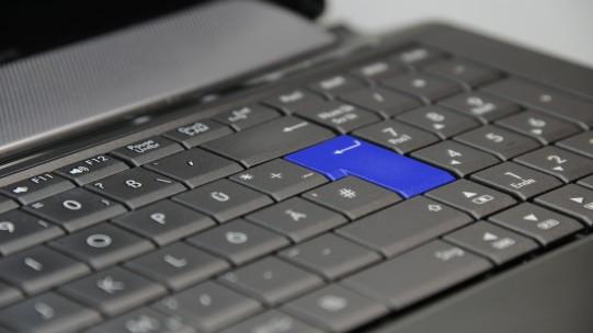 Comment appliquer les nouvelles règles de calcul du PSS 2018 aux salariés à temps partiel ou non mensualisés, aux absences, entrées et sorties en cours de mois ?