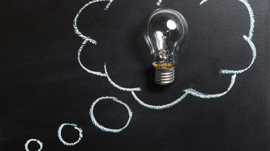 Dans un environnement professionnel en mouvement constant et incertain, le pilotage des Ressources Humaines est aujourd'hui une nécessité pour les entreprises à la recherche de performance. Comment mettre en place un dispositif efficace afin d'optimiser la gestion de vos Ressources Humaines ?