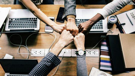 Au delà de l'effet de mode du Chief Happiness Officer, la motivation des collaborateurs reste un vrai sujet de fond et doit dépasser les seules bonnes intentions. Sur quels facteurs s'appuyer pour renforcer l'engagement des salariés sur le long terme ? Comment définir les bons objectifs ?