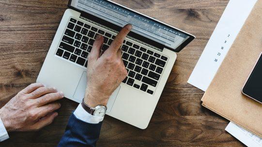 L'Urssaf précise le traitement de cas particuliers et notamment celui des entreprises de travail temporaire, de la première embauche d'un salarié titulaire d'un contrat de travail au sein d'une entreprise, du transfert des contrats et de la tarification risques AT/MP.