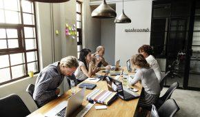 Les membres élus constituant la délégation du personnel du CSE disposent d'heures de délégation. Ce crédit mensuel est variable selon l'effectif de l'entreprise ou de l'établissement. Comment calculer la durée de ce crédit d'heures ? Quelle rémunération verser ? Comment traiter en paie les dépassements ?