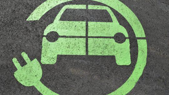 A partir du 1er janvier 2020, l'évaluation de l'avantage en nature pour la mise à disposition permanente d'un véhicule est modifiée pour prendre en compte le cas particulier des véhicules électriques. Quels sont les éléments à prendre en compte pour calculer l'avantage en nature pour un véhicule électrique ?