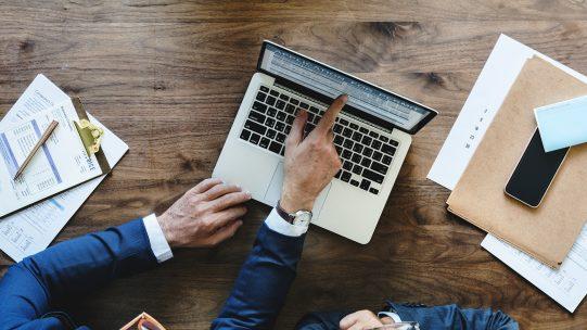 Face au manque de lisibilité des modes de décompte des seuils, la loi PACTE instaure de nouvelles règles de décompte et de franchissement des seuils d'effectifs salariés. Ces règles s'articulent autour de trois axes : la rationalisation, l'harmonisation et la limitation des effets de franchissement de seuil.