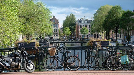 La loi mobilité vise à favoriser le développement de modes de transports écoresponsables. Elle instaure notamment la prise en charge des frais engagés par les salariés pour l'utilisation de transports moins polluants tels que que les transports en commun, le covoiturage ou le vélo.