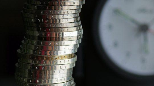 Comme au mois de mars pour les échéances du 15, les entreprises payant leurs cotisations à échéance du 5 ou du 15 avril pourront les reporter en partie ou en totalité, jusqu'à 3 mois, selon des modalités à préciser. Aucune pénalité ne sera appliquée.