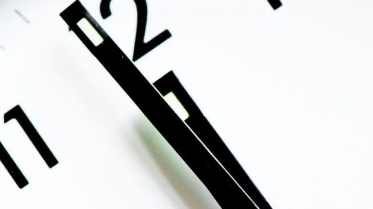 Après réception du dossier et instruction, dans le cadre de la procédure simplifiée mise en place pour la crise sanitaire, la décision d'acceptation ou de refus est notifiée sous 48h à l'entreprise par la DIRECCTE, par courriel. En cas de réponse défavorable, un recours administratif ou contentieux est possible.