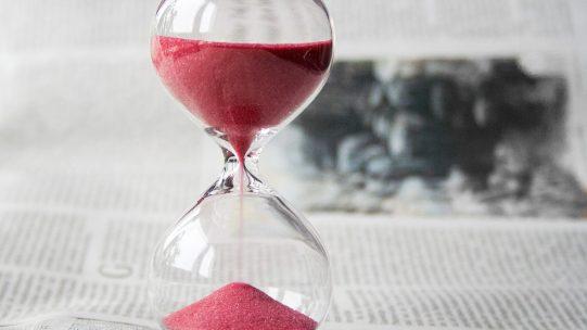 Afin d'accompagner les entreprises qui rencontrent des difficultés de trésorerie et de faciliter le paiement des cotisations de retraite complémentaire, l'Agirc-Arrco et le groupe de protection sociale complémentaire offrent une possibilité de report des cotisations à échéance du 25 avril 2020.