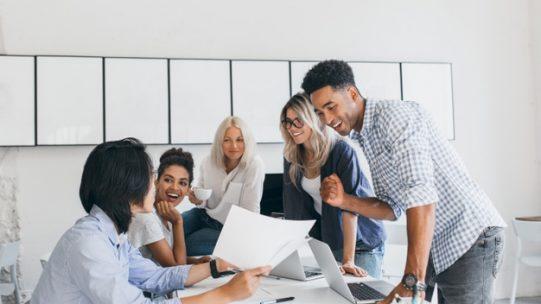 """Alors que l'embauche de nouveaux salariés semble difficile en cette période incertaine pour de nombreux employeurs, ils peuvent bénéficier d'une aide exceptionnelle pour l'embauche d'un jeune de moins de 26 ans. Cette aide s'inscrit dans le plan """"1 jeune 1 solution"""" lancé le 23 juillet 2020, destiné à faciliter l'entrée des jeunes sur le marché du travail."""