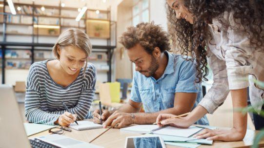 La communication interne est essentielle en entreprise. Découvrez comment un portail salarié va vous aider à mieux communiquer avec vos collaborateurs.