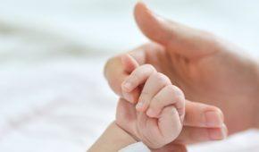 La loi de financement de la sécurité sociale (LFSS) pour 2021 a fait évoluer les dispositions relatives au congé de paternité, de naissance et d'adoption pour les naissances (ou adoptions) intervenant à compter du 1er juillet 2021